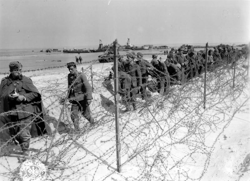 Колонна пленных немцев близ Ароманша