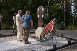 Цветы защитникам Минска возлагают С.Крауле и М.Хильдебранд